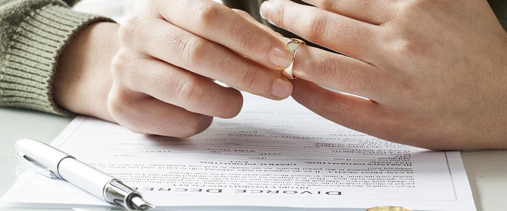 Signing Papers for Arizona Divorce without Children
